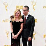 Fred Armisen y Natascha Lyonne en los Emmy 2015