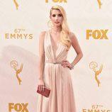 Emma Roberts en la alfombra roja de los Emmy 2015