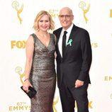 Jeffrey Tambor y Kasia Ostlun en los Emmys 2015