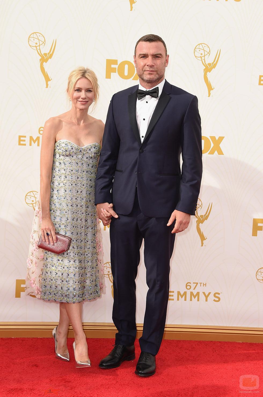 Naomi Watts y Liev Schreiber en los Emmy 2015