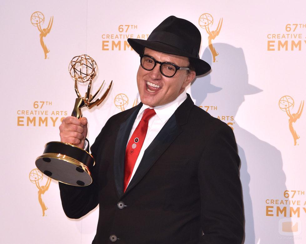 Bradley Whitford le canta a su premio Emmy 2015