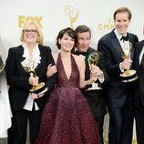 Lena Headey y David Nutter de los más divertidos posando en los Emmy 2015