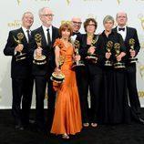 El equipo al completo de 'Olive Kiteridge' posan en la alfombra de los Emmy 2015
