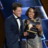 Robe Lowe y Kerry Washington, complicidad en el escenario de los Emmy 2015