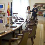 Mariano Rajoy (PP) muestra a Ana Rosa su lugar de trabajo