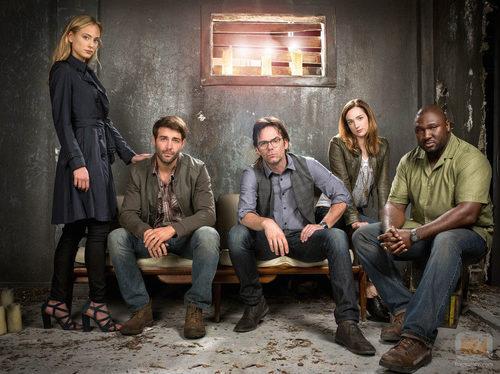 El elenco al completo de la serie de Cuatro 'Zoo'