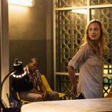 Chloe vuelve a París y se sorprende con la noticia de su hermana en 'Zoo'