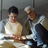 Russell tapona la herida de bala de un joven en 'CSI: Las Vegas'