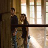Jamie y el agente Shaffer en Alabama buscando a un químico en 'Zoo'