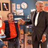 El exdeportista Fernando Romay haciendo un cameo en 'Gym Tony'