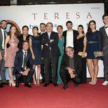 Foto familiar del equipo de 'Teresa'