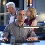 David Hodges en mitad de su investigación en 'CSI: Las Vegas'