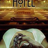 La garra metálica de Lady Gaga en el póster de 'American Horror Story: Hotel'