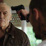 Suso amenaza con una pistola a un rabioso en 'Rabia'