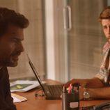 Salva y Héctor continúan la investigación en el cuartel en 'Mar de plástico'