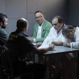 Olmos y Robles interrogan a los sospechosos en 'Olmos y Robles'
