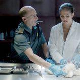 Olmos acude al laboratorio de Nuria en 'Olmos y Robles'