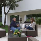 Mariló Montero relajada en el jardín de Bertín Osborne en la emisión de 'En la tuya o en la mía'