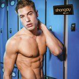 Abraham García se desnuda y presume de anatomía en una sauna gay