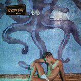 Abraham García desnudo en la piscina termal
