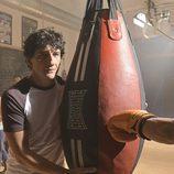 Jero García con su saco de boxeo en la presentación de 'Hermano Mayor'