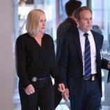 Avery Ryan y Stavros Tamiz juntos en 'CSI: Cyber'