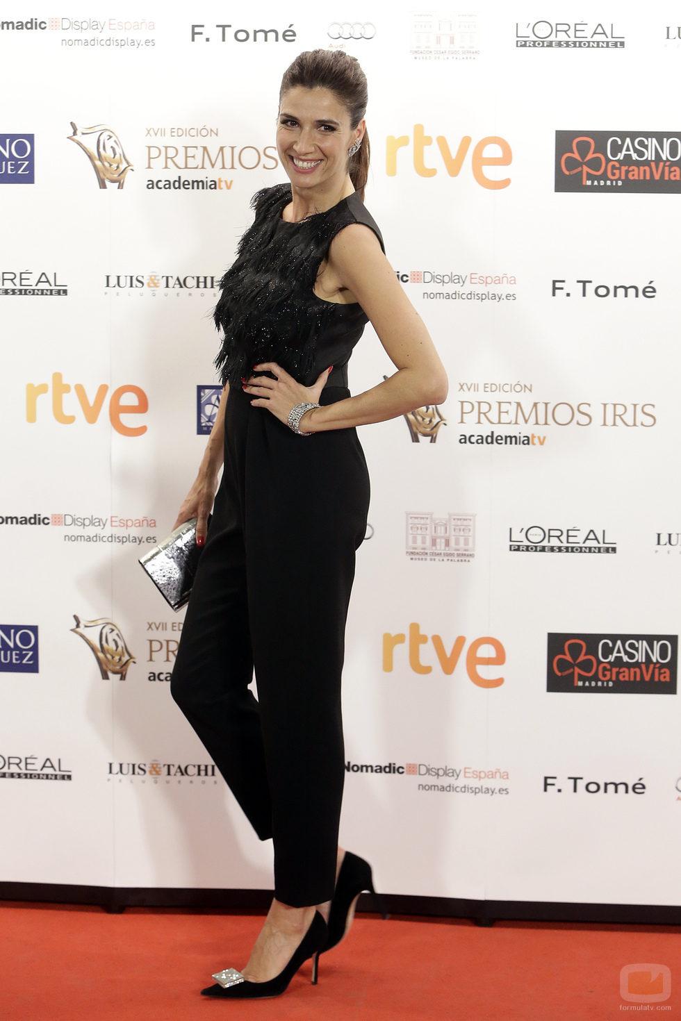 Elia Galera, de lo más divertida, en la alfombra de los Premios Iris 2015