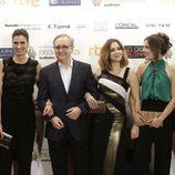 Parte del elenco de 'Amar es para siempre' se reúne en la alfombra de los Premios Iris 2015