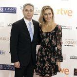 Vicente Vallés y Ángeles Blanco posan en los Premios Iris 2015