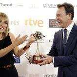 Lourdes Maldonado y Matías Prat celebran su galardón en los Premios Iris 2015