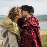 El beso más esperado entre Carlos V e Isabel de Portugal en 'Carlos, Rey Emperador'