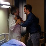 Héctor y Amancio en el hospital en 'Mar de plástico'