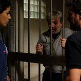 Lola y Héctor visitan a Amancio a la cárcel