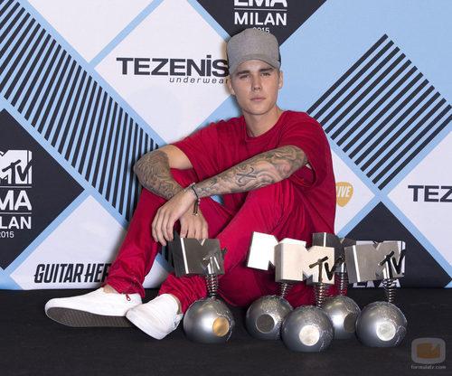 Justin Bieber, sonriente, en los premios de los 'MTV EMAs 2015'