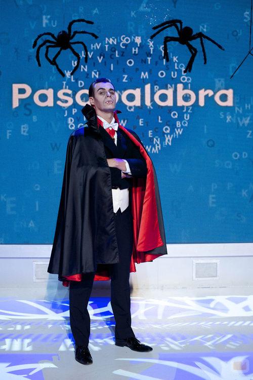 Christian Gálvez disfrazado de conde Drácula en el especial de Halloween de 'Pasapalabra'