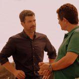 Héctor hablar con Juan Rueda en 'Mar de plástico'