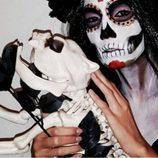 India Martínez y su novia cadáver disfrazados de Halloween 2015
