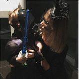 Alba Carrillo y su hijo pequeño disfrazados para Halloween 2015