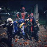 Ryan Reynolds con los más pequeños con su disfraz de Halloween 2015