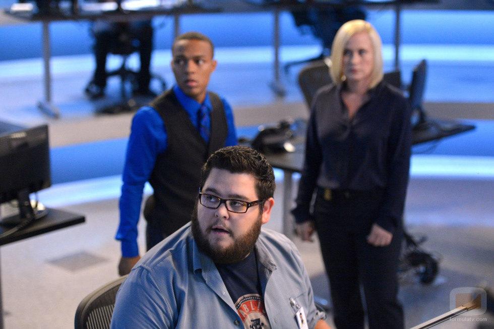 Daniel Krumitz, Avery Ryan y Brody Nelson en 'CSI: Cyber'