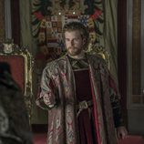 Carlos de Austria muy serio en 'Carlos, Rey Emperador'