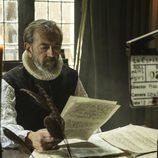 Miguel Rellán espera en la piel de Cervantes en el rodaje de 'La española inglesa'