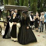 Julio Jordán, Puchi Lagarde y más actores graban una escena de 'La española inglesa' en exterior
