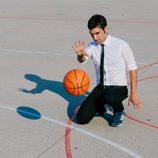 Antonio Díaz realizando un truco de magia en 'El Mago Pop: 48 horas con...'