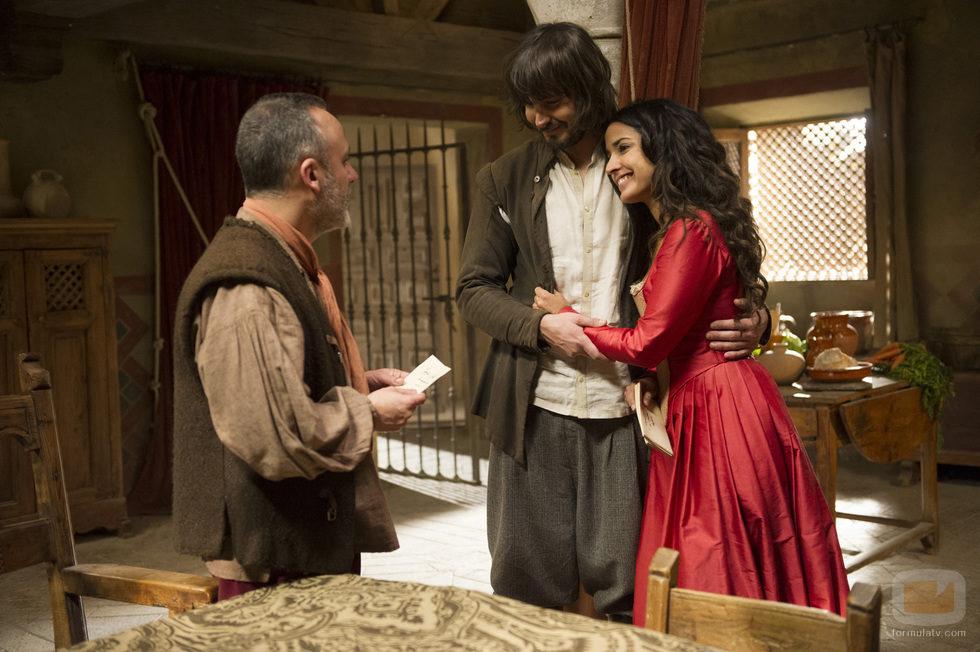 Gonzalo de Montalvo y Margarita se abrazan frente a Sátur en 'Águila Roja'