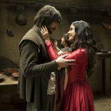 Gonzalo de Montalvo y Margarita se miran apasionadamente en 'Águila Roja'