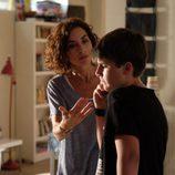 Marta cuida a su hijo Nacho en 'Mar de plástico'