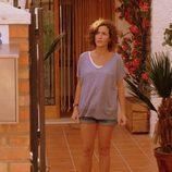 Marta sale de casa al escuchar unos ruidos en 'Mar de plástico'