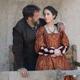 Hernán Cortes y Catalina Juárez en el capítulo especial de 'Carlos, Rey Emperador'