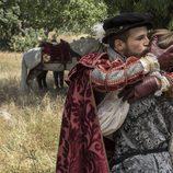 Carlos V besa a su hijo antes de marchar en el capítulo especial de 'Carlos, Rey Emperador'